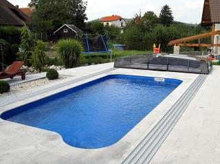 Otevřené posuvné bazénové zastřešení CORONA™ v antracitové barvě
