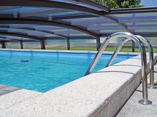 Vnitřní strana bazénového zastřešení CORONA™