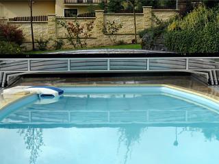 Nízké zastřešení bazénu CORONA™ s výklopným čelem