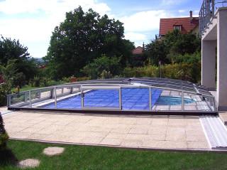 Zastřešení bazénu CORONA™ - nízký model krytu na bazén