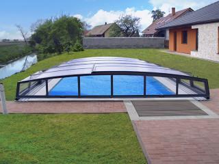 Čelní pohled na zastřešení bazénu CORONA™